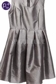 Plus Size Sleeveless Solid Pleaded Midi Dress