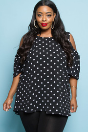 PLUS SIZE COLD SHOUDLER SHORT SLEEVE DOT TOP