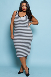 PLUS SIZE SLEEVELSS STRIPE MIDII DRESS
