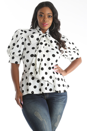 PLUS SIZE RIBBON POINT DOT PRINT SHORT SLEEVE TOP