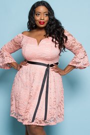 PLUS SIZE LACE SHOULDER RIBBON POINT MIDI DRESS