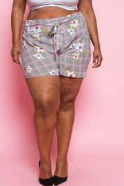 PLUS SIZE FLOWER SHORTS