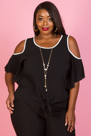 PLUS SIZE COLD SHOULDER SHORT SLEEVE TOP WITH NECKLACE