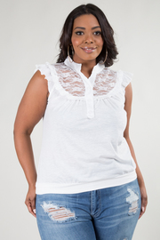 PLUS SIZE SLEEVELESS BOTTON LACE DETAIL TOP