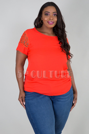 PLUS SIZE ROUND LACED SHORT SLEEVE TOP
