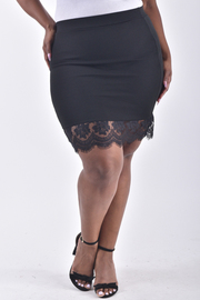 PLUS SIZE LACED BOTTOM SOLID MINI SKIRT