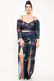 Plus Size Two piece set in a floral print fabrication.
