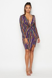 V neck knee length dress with twist on the front.