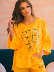 Oversize style t shirt with dolman sleeves.