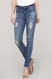 Denim distressed 5 pockets classic jean.
