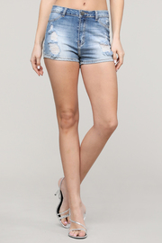 Distress denim short.