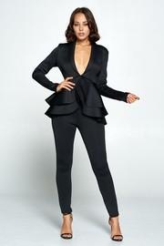Long sleeves jacket and capri pants set.