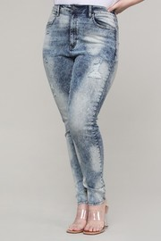 Plus Size High rise skinny jeans acid wash.
