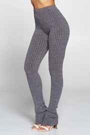 Luxurious semless ribbed leggings with slit detail.