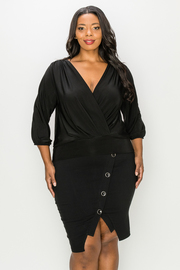 Plus Size Solid V-neck Top.