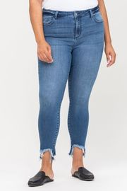 Plus Size Mid Rise Cut Out Fray Hem Crop Skinny
