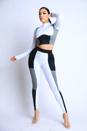 Plus Size Color Blocked Leggings Set.