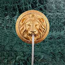 Lion Head Fountain 18ct Gold
