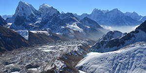 read about Everest gokyo lakes and gokyo ri trek