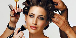 read about 4 Thoughts You Have When Trying A New Hairstylist