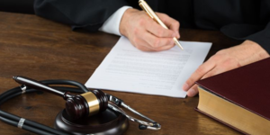 read about 3 Benefits Derived In Hiring A Medical Malpractice Lawyer.