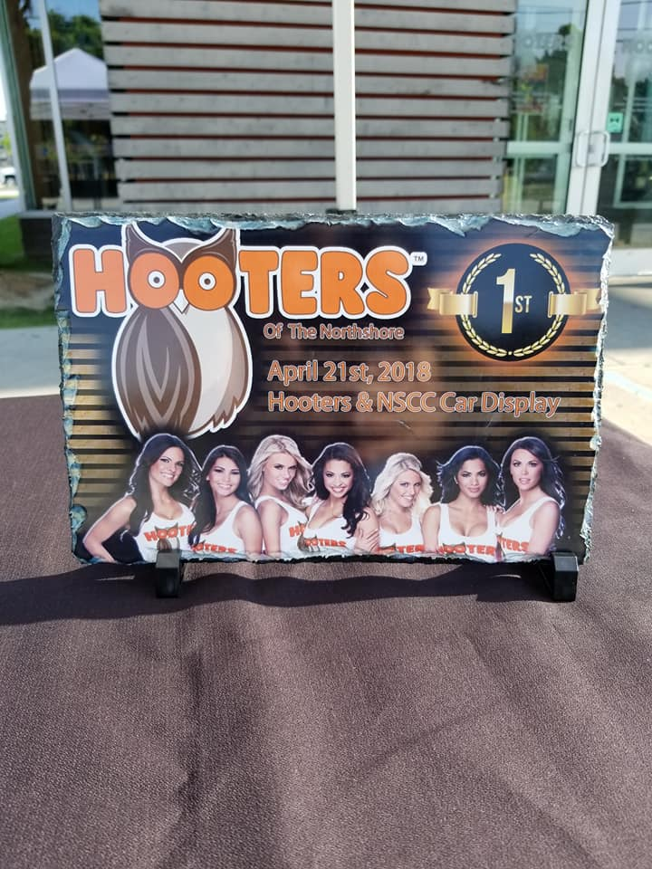 hooters display 2018