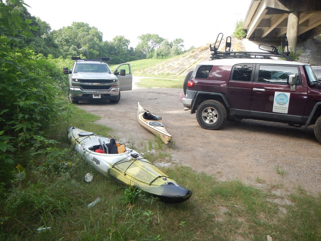 A short down and back to play in the Brazos rapids below San Felipe.