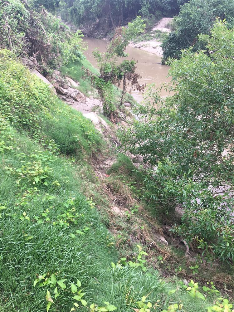 Scouting run attempt from Collins to Mercer. Flood destroyed original put-in path/steps. Impassable obstruction approx 300 yds downstream. Aborted.