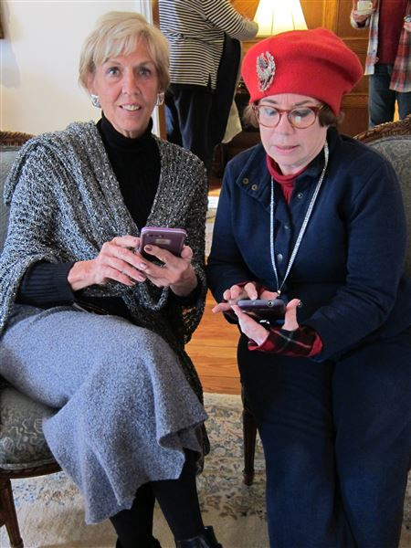 EFV members met at Hank & Sue Harrison's Home April 8, 2016 to learn & share information about apps.