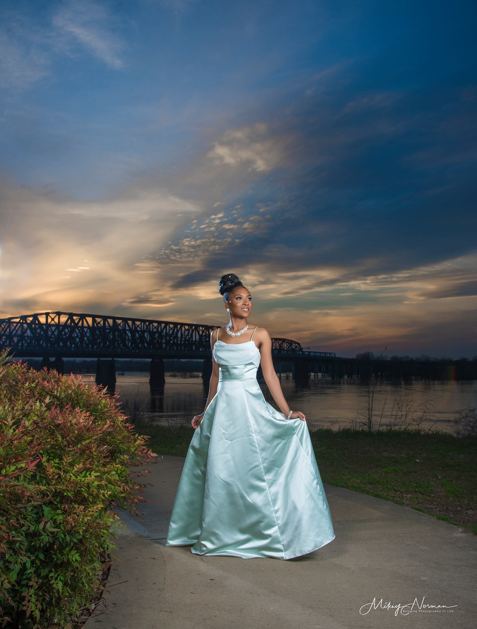Example of Michael Norman photograph, a woman with Memphis bridge in the background