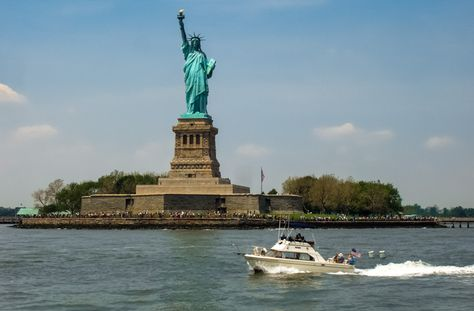 Hudson River Americas Great Loop Cruisers Association - Where is the statue of liberty located