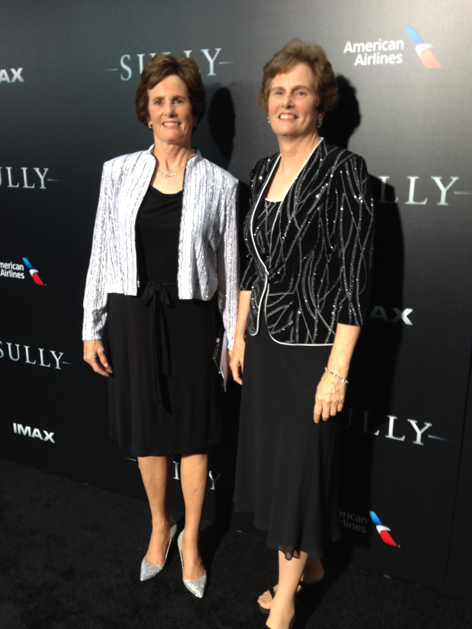 LUCY AND HER TWIN SISTER AT SULLY PREMIERE