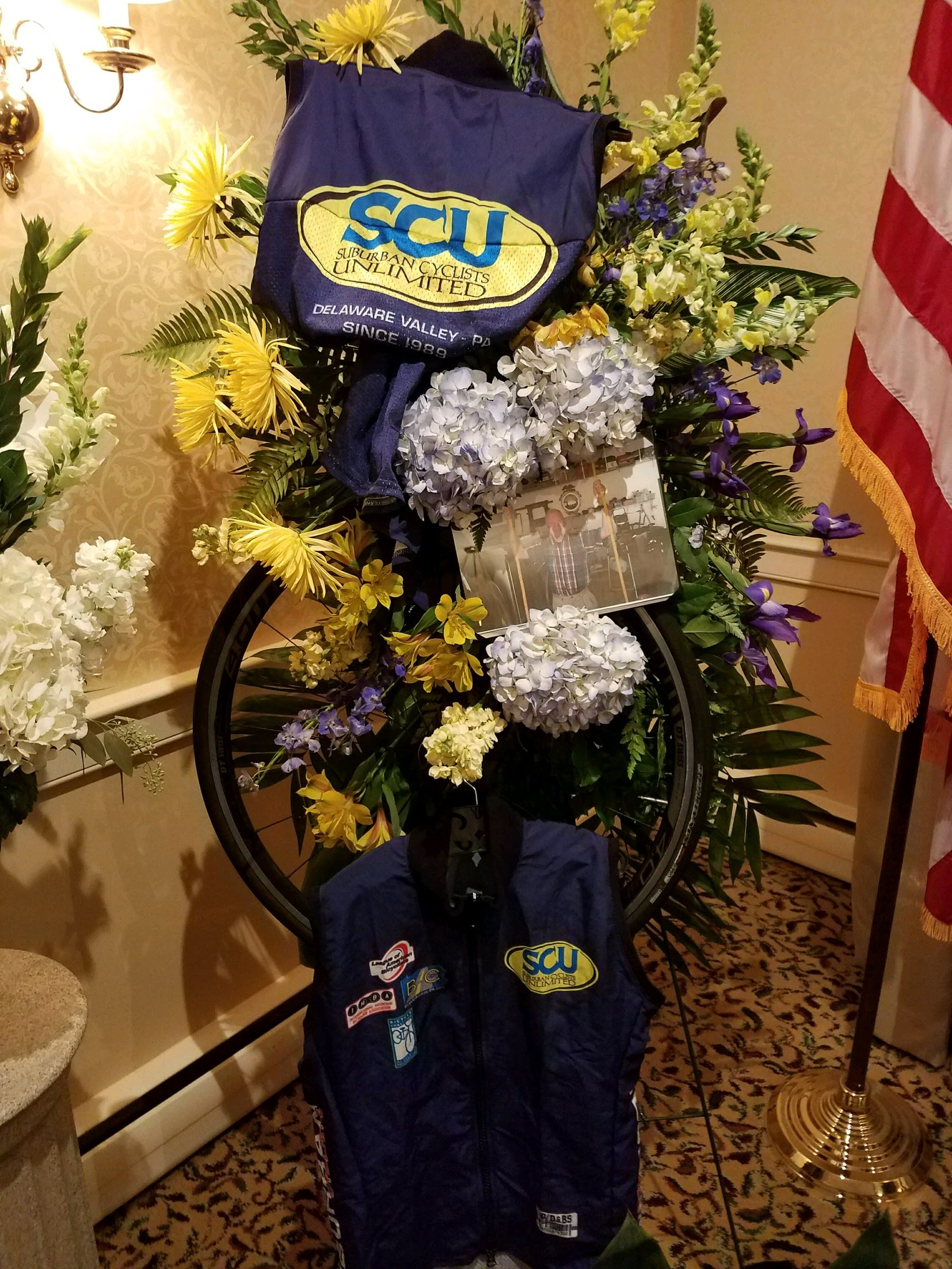 SCU-themed floral arrangment