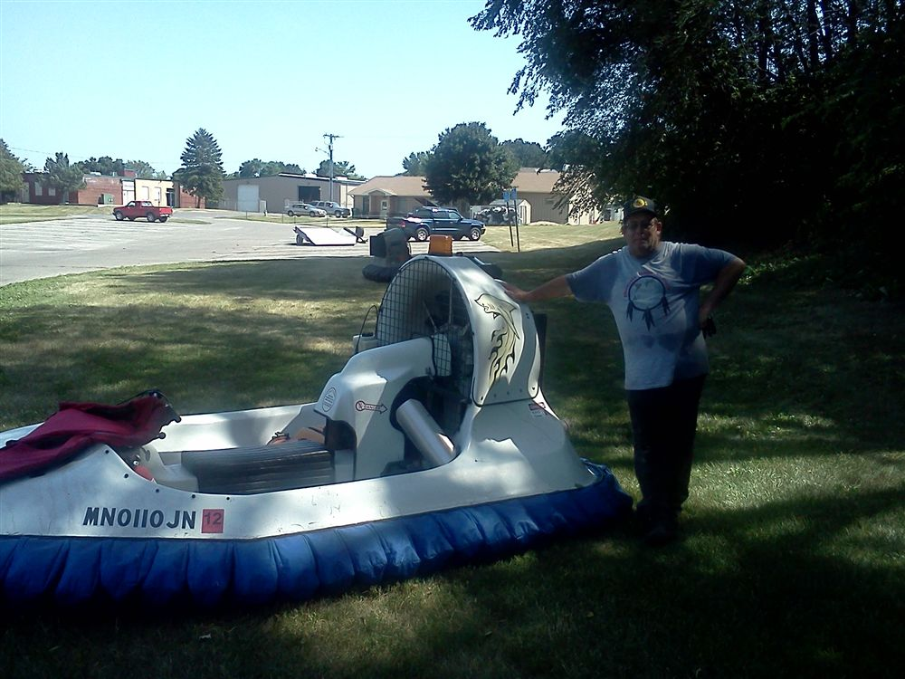 Live in SE Minnesota, new to the hovercraft hobby. Would love to meet new Hover people. Enjoy the photos (comments welcome)