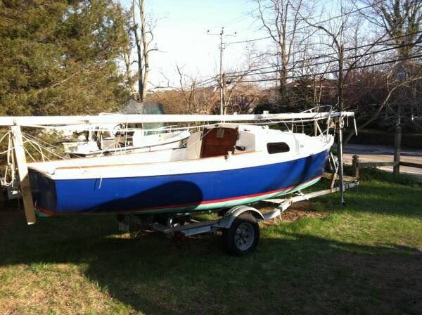 Pictures of my 1971 Mariner. Just purchased. Not cleaned up yet but very nice! Time for me to learn how to handle a new boat. Looking forward to some really great sailing!
