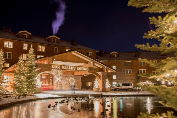 SunValley_Lodge_ExteriorHoliday_629952533.jpg