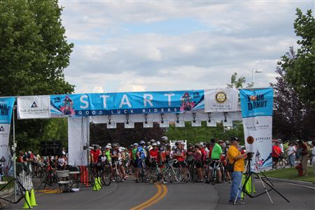 Photos at the starting line for the Tour de Donut 2013