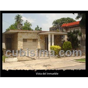 casa de 7 cuartos 120000 cuc  en calle 100 marianao, la habana