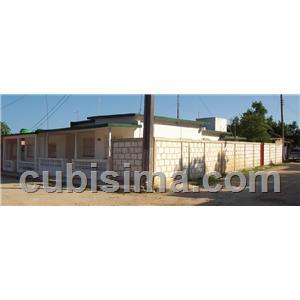 casa de 5 cuartos en calle avenida 7 jaruco, mayabeque