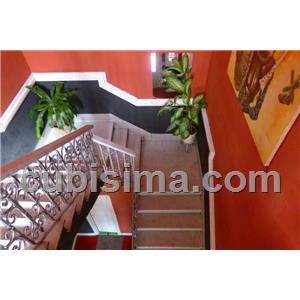 casa de 5 cuartos 210000 cuc  en vedado, plaza, la habana