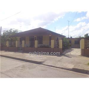 casa de 4 cuartos 45000 cuc  en calle flores  guaimaro, camagüey