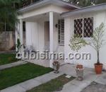 casa de 3 y medio cuartos $250,000.00 cuc  en calle 164 flores, playa, la habana