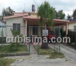 casa de 5 cuartos $130000 cuc  en calle 13 residencial santa fe, playa, la habana
