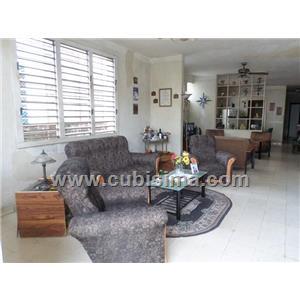 casa de 4 cuartos 180000 cuc  en playa, la habana