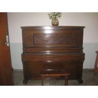 550.00 CUC Se vende piano vertical de estudio con su banqueta, en buen estado,sin comején,todos sus teclas, martillos y cuerdas, afinado.Ver fotos.