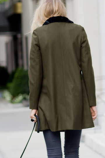 http://s3.amazonaws.com/EM.Products.2011.Fall/Day-Coat-Long-Army-Green-Wool/EM1047-003-000.medium-1.jpg