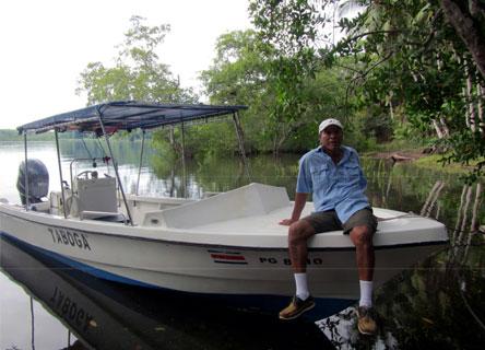 marcos-boat-guide-costa-rica-earthwatch-oviedo