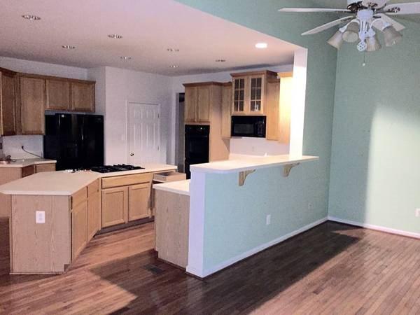 Installing Granite Counter Tops Cover Photo