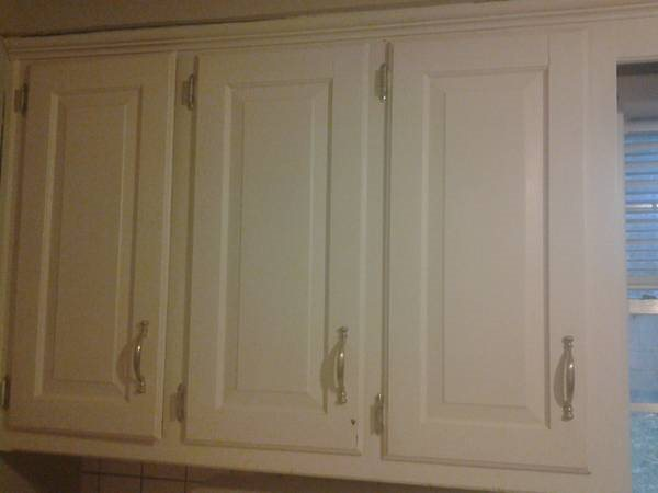 Kitchen Cabinets Refinishing Cover Photo