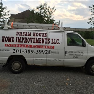 Dream House Home Improvements LLC. Logo